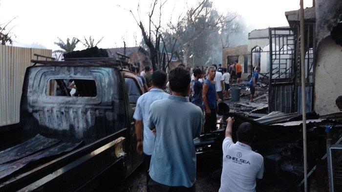 KEBAKARAN di Tanjung Morawa, Gudang Busa Spring Bed, 4 Rumah, 2 Mobil dan 3 Motor Ludes Terbakar