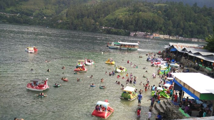 Tak Ada Lagi Kutipan Retribusi di Parapat, Ribuan Wisatawan Padati Danau Toba