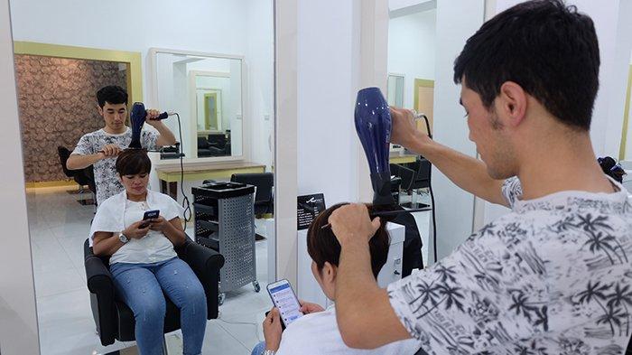 Perawatan untuk Rambut Berkualitas di Davidy Salon and Café