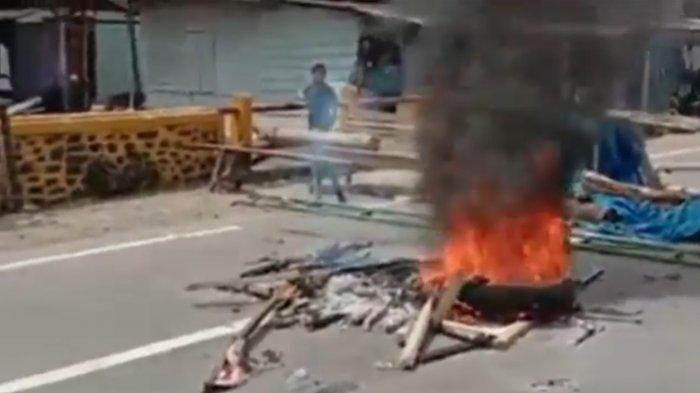 Kecewa Penyaluran BLT, Warga Madina Blokade Jalinsum