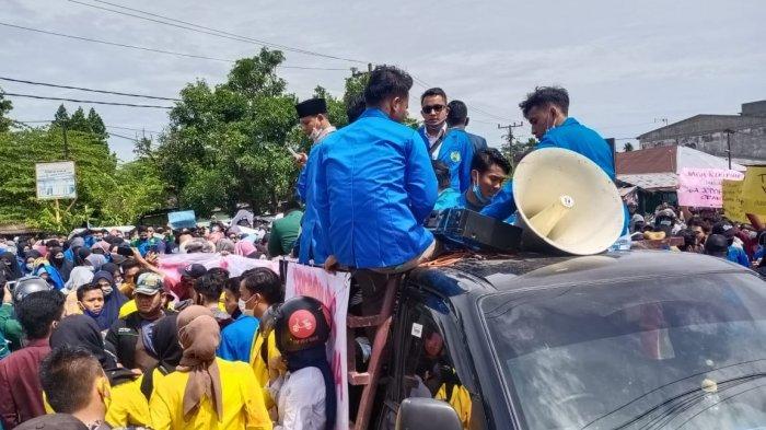 DEMO DI BINJAI, Aksi Tolak UU Omnibus Law, Anggota Dewan PKS dan Gerindra Janji di Hadapan Mahasiswa