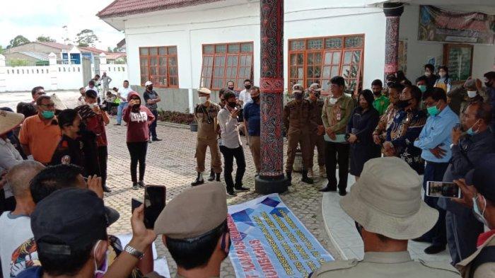 AMK Humbahas Demo ke Kantor DPRD soal 'Borong Parpol'