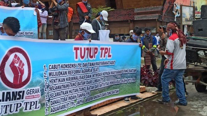 Di Bawah Tugu DI Panjaitan Masyarakat Teriak Tutup PT TPL