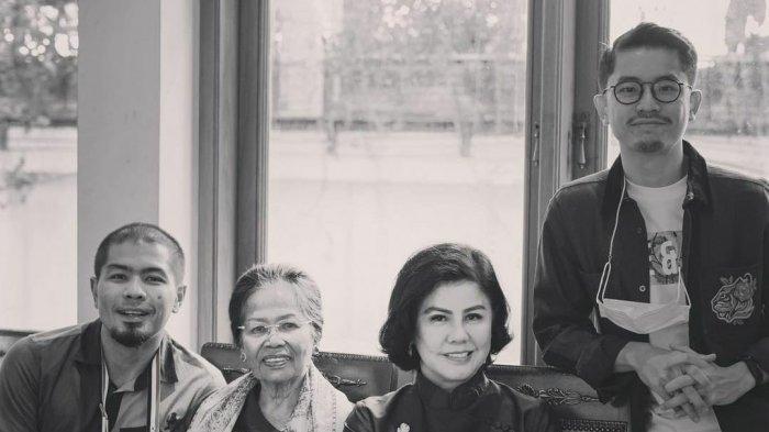 Potret Desire Tarigan dan keluarga