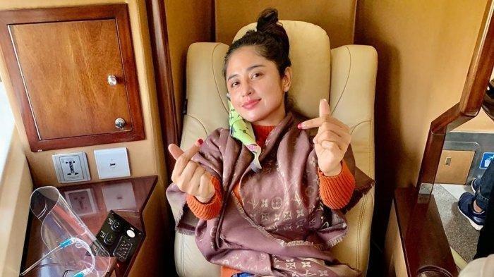 Dewi Perssik jajal Kereta api sleeper