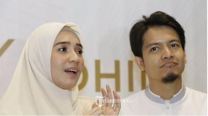 Dimas Seto dan Dhini Aminarti -
