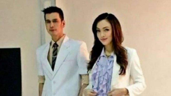 Dokter Reisa Broto Asmoro dan dr Ryan Thamrin