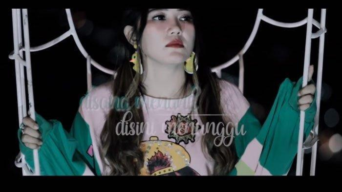 DOWNLOAD KUMPULAN LAGU Dangdut Koplo Via Vallen Di Sana Menanti Di Sini Menunggu, Video Lagu Lain