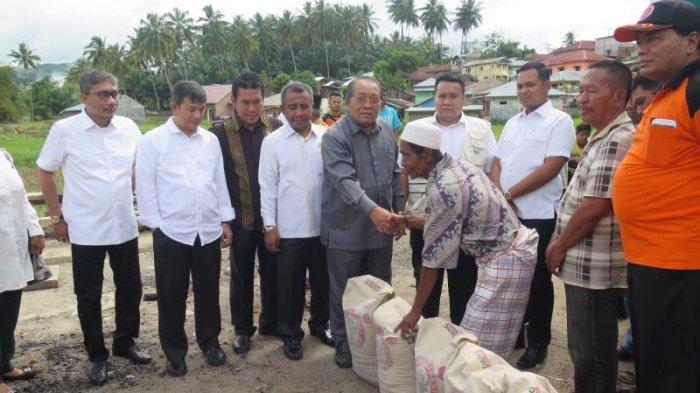 Anggota DPRD Sumut Kunjungi Korban Banjir Bandang Padangsidempuan