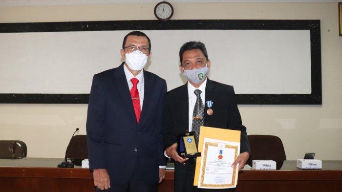 Rektor UISU Raih Anugrah Lencana Karya Tridharma Perguruan Tinggi