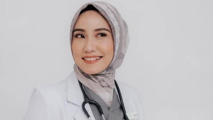 Dulu Viral Dokter Cantik Suaminya Direbut Wanita Pelakor, Kini dr Lioni Bahagia dengan Perwira Gagah