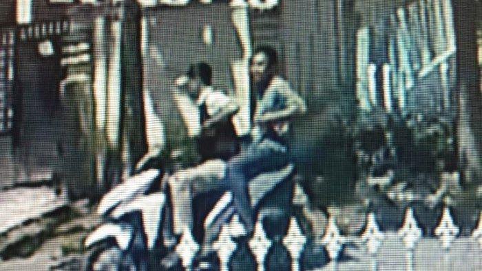 Ngaku Anggota LSM, Dua Bandit Kampung Rampas Tas Seklur Mekar Baru