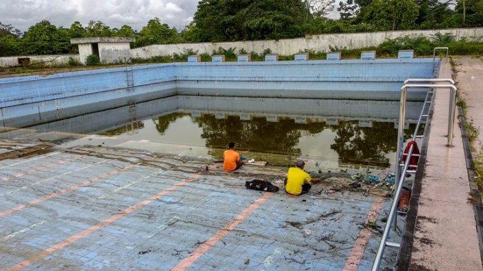 Kolam Renang Milik Pemkab Dairi Dijadikan Warga Kolam Pancing Ikan