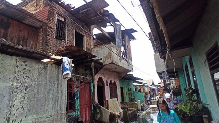 Dua Rumah Terbakar di Selebes Belawan II, Dugaan Sementara Korsleting AC di Lantai 2