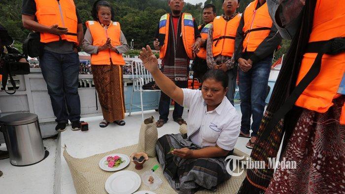 BERITA FOTO Dukun Tenggelamnya KM Sinar Bangun Mendaftarkan Diri Sebagai Calon Wali Kota Siantar - dukun-km-sinar-bangun-1.jpg