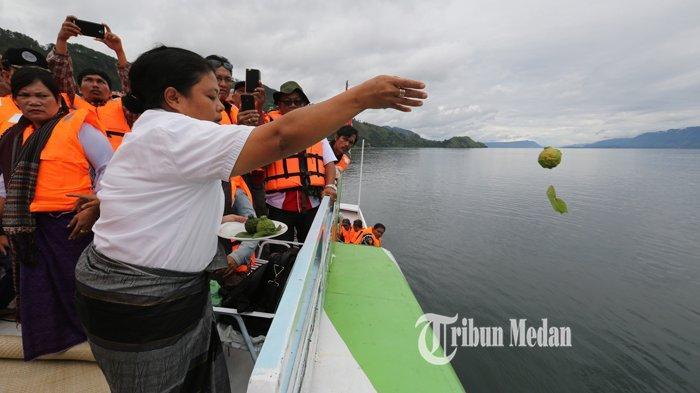 BERITA FOTO Dukun Tenggelamnya KM Sinar Bangun Mendaftarkan Diri Sebagai Calon Wali Kota Siantar - dukun-km-sinar-bangun-2.jpg