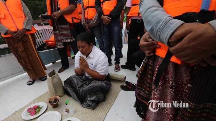 BERITA FOTO Dukun Tenggelamnya KM Sinar Bangun Mendaftarkan Diri Sebagai Calon Wali Kota Siantar - dukun-km-sinar-bangun.jpg