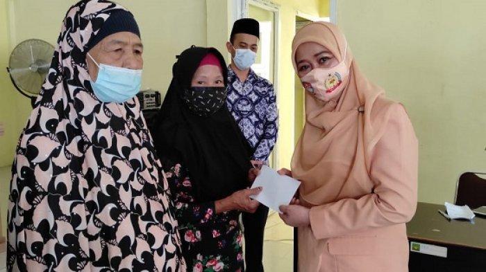 Ringankan Beban Warga Terdampak Pandemi, DWP Langkat Salurkan Sembako Kepada Kaum Dhuafa