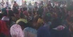Kampanye di Desa Batangari Sumbul, Eddy-Jimmy Santap Nasi Bungkus Bersama Warga