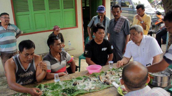 Makan Bersama Warga Silalahi, Eddy Berutu Kagumi Keramahan Masyarakat Sekitar