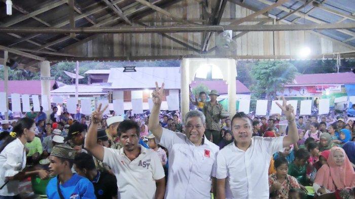 Kunjungi Warga Desa Lau Njuhar Tanah Pinem, Eddy-Jimmy Harus Lewati Jalan Berlumpur
