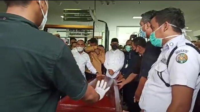 Dirut Bank Sumut Meninggal, Wagub Ijeck Menangis, Gubernur Edy Antar Jenazah Menuju Ambulans
