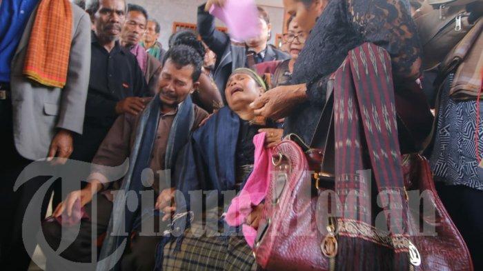 Pembantaian di Nduga, Jenazah 2 Korban Asal Sumut Disambut Isak Tangis Keluarga