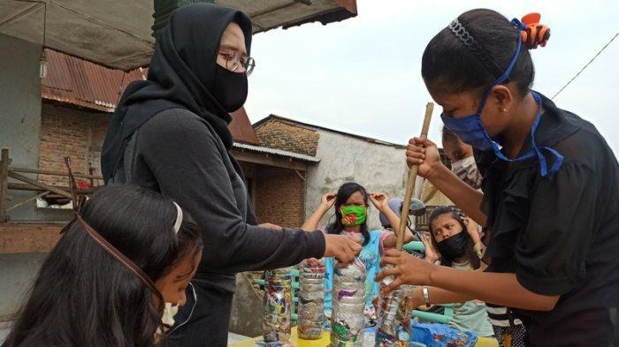 Manfaatkan Ratusan Ecobrick, Anak Dampingan PKPA Medan Sulap Sampah Plastik Jadi Taman Kreativitas