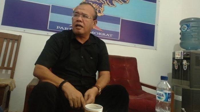 Eliakim Simanjuntak saat ditemui di kantor Fraksi Demokrat DPRD Siantar, waktu lalu.