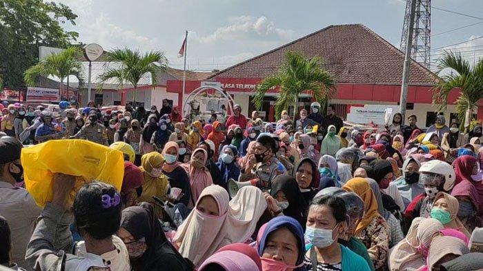 Kantor BNI Cabang Kisaran Digeruduk Ratusan Emak-emak, Polisi Sampai Blokade Jalan