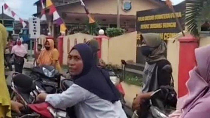 Emak-emak Geruduk Polsek Pantai Cermin Tolak Aturan PPKM Pemerintah
