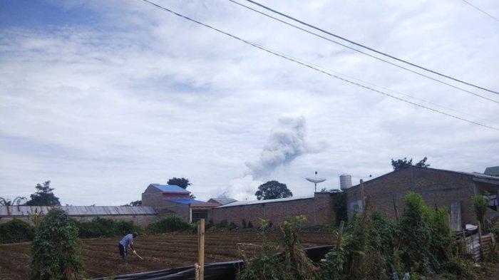 Gunung Sinabung Erupsi Lagi, Kali Ini Luncuran Debu Setinggi 2000 Meter