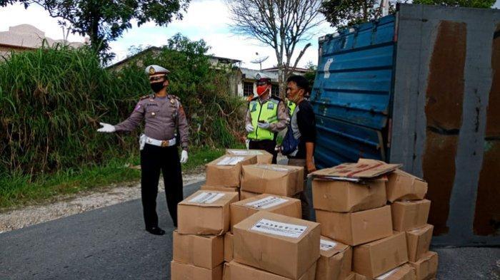 Truk Pengangkut Sembako Covid-19 Kecelakaan di Humbahas