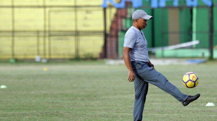 Fakhri Husaini Masuk Bursa Calon Pelatih PSMS, King: Bukan Ansyari tak Bagus