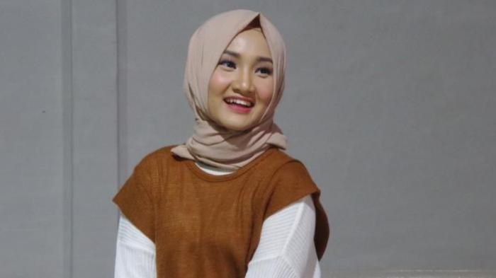 Model Dress Hijab ala Fatin Shidqia, Bisa Jadi Ide Buat Dipakai Lebaran, Silakan Pilih yang Cocok ya