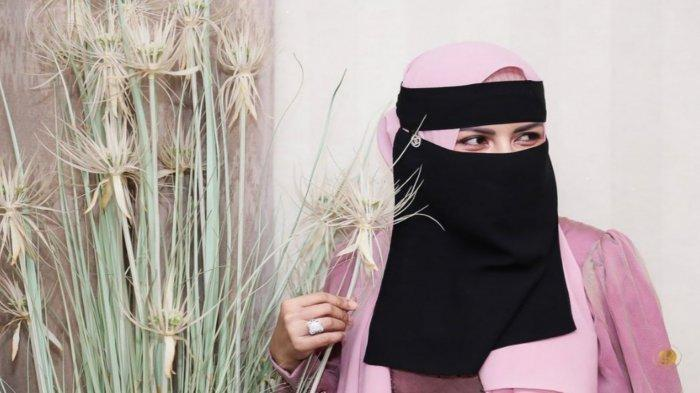 Five Vi Hijrah Kenakan Burqah
