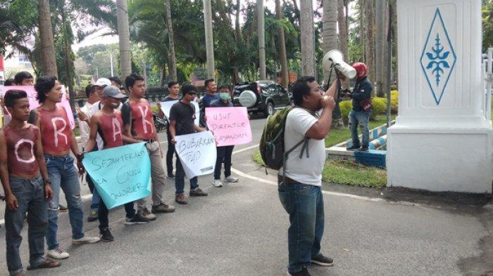 Unjuk Rasa di Kantor Bupati Deliserdang, Massa Tuntut Pembubaran TP4D