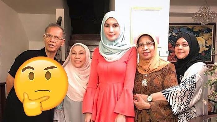 Viral, Foto Keluarga Bikin Heboh karena Sosok Perempuan Mengambang