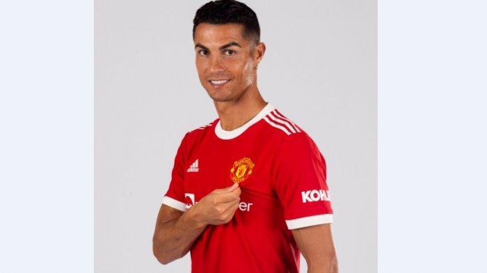 Foto Official Cristiano Ronaldo mengenakan Jersey Manchester United