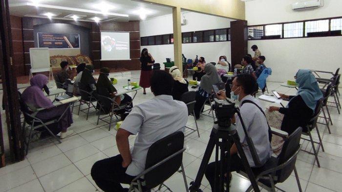 Dosen Ilmu Komunikasi USU Latih Anggota Indonesia Melek Media jadi Trainer Literasi Media