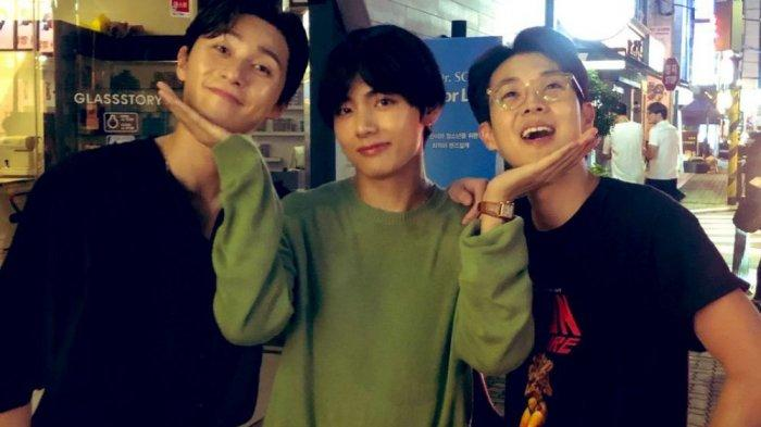 Kejutkan Penggemar, V BTS Muncul di Acara Park Seo Joon dan Choi Woo Shik