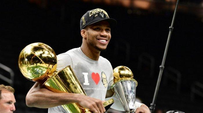 Pemain Terbaik NBA 2021 Giannis Antetokounmpo, Dulu Jual Gantungan Kunci dan DVD di Jalanan