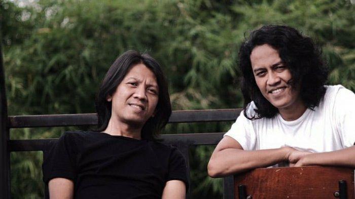 Beautiful Monday, band lokal Medan yang terbentuk sejak 2004. Sempat mengalami pergantian personel dan vakum pada tahun 2014, kini hadir dengan formasi Gibran (gitar) dan Aulia (vokal) dan baru saja merilis single baru berjudul Majnun