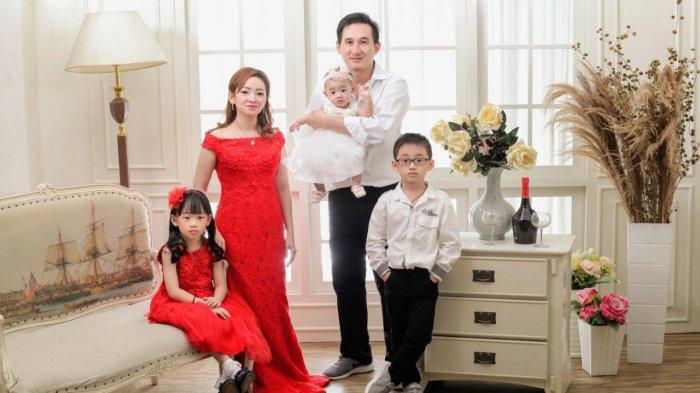 Raja Foto Studio-Bridal Medan gratiskan foto keluarga atau grup satu kali setahun di Raja Foto Studio-Bridal Medan