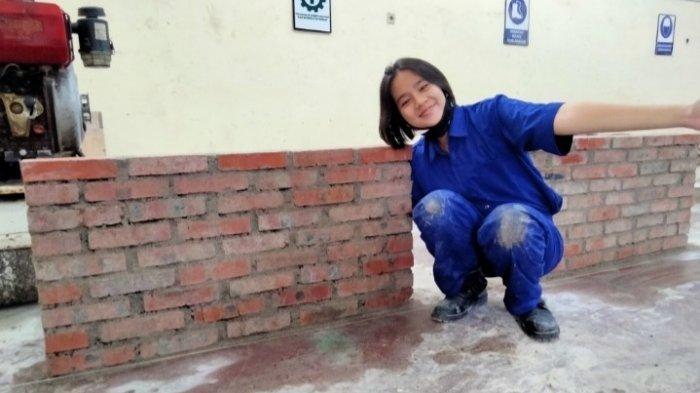 Greacea Elizabeth Zai selaku salah satu penerima program Beasiswa Gojek 2020 yang kini merupakan mahasiswa jurusan Teknik Sipil di Politeknik Negeri Medan