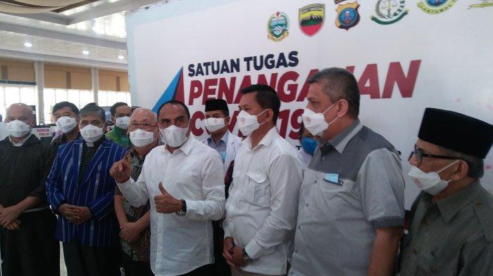 Gubernur Sumut Edy Rahmayadi saat diwawancarai usai memimpin sosialisasi vaksinasi kepada tokoh agama di Aula Tengku Rizal Nurdin, Jalan Sudirman Medan pada Jumat (5/3/2021).