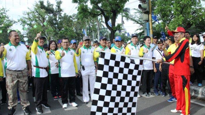 Gerak Jalan, Gubernur Tengku Erry Beri Pertanyaan Seperti Presiden, Ini Jawaban Peserta