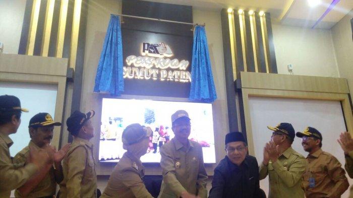 Gubernur Tengku Erry Resmikan Press Room, Ini Fasilitas di Dalamnya