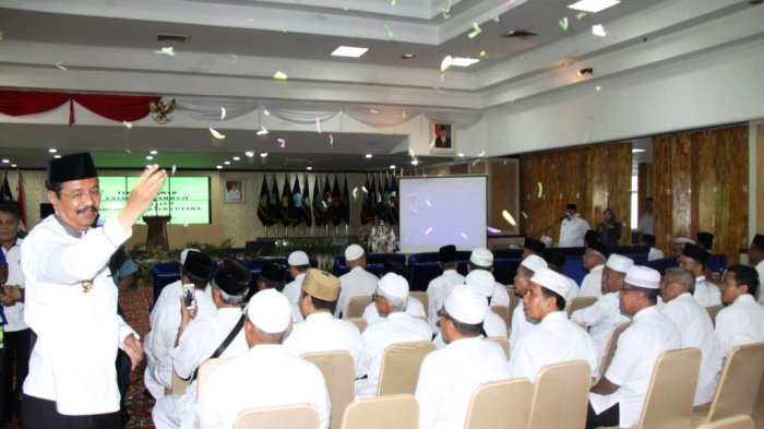 Buat Acara Tepung Tawar Untuk Calon Jamaah Haji, Ini Pesan dan Doa Tengku Erry Nuradi