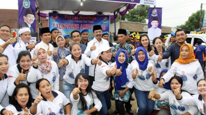 Gubernur Tengku Erry Tetap Semangat Bertemu Warga Meski Diguyur Hujan